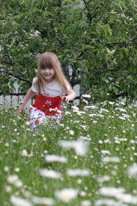 Little girl playing, by Armin Hanisch
